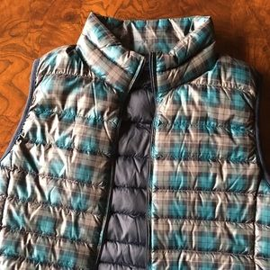 Uniqlo plaid light weight down vest xs